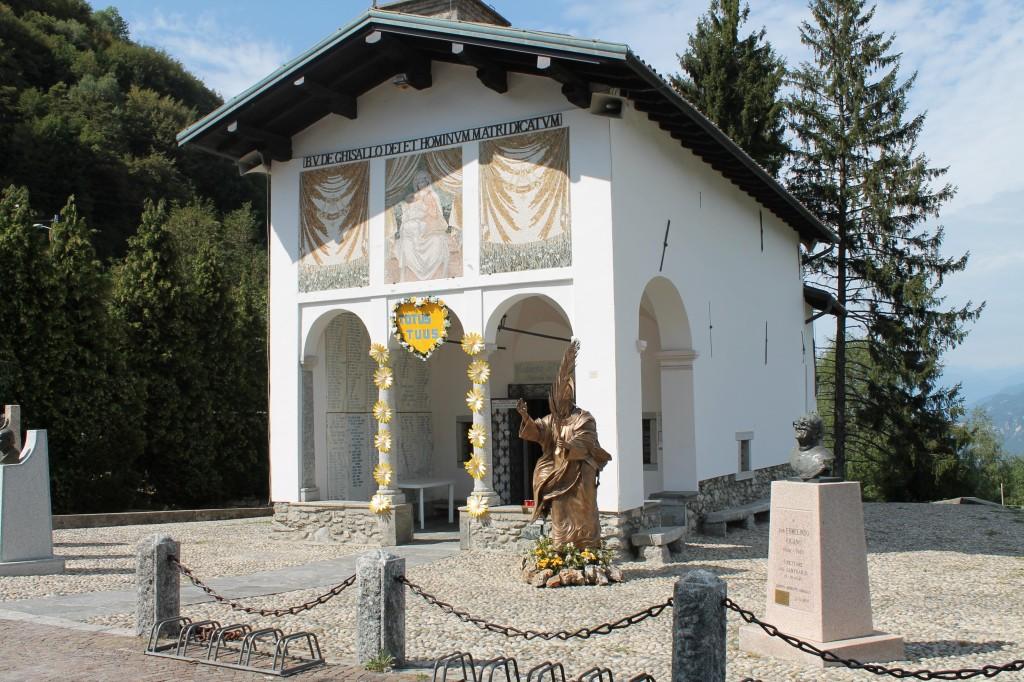 La chapelle de la Madonna del Ghisallo, patronne universelle des cyclistes.