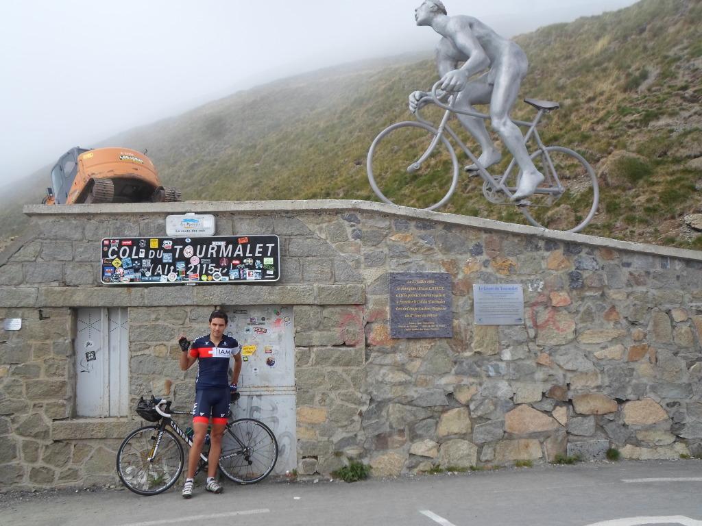 Au Tourmalet, à mi-parcours, le plus dur est derrière.