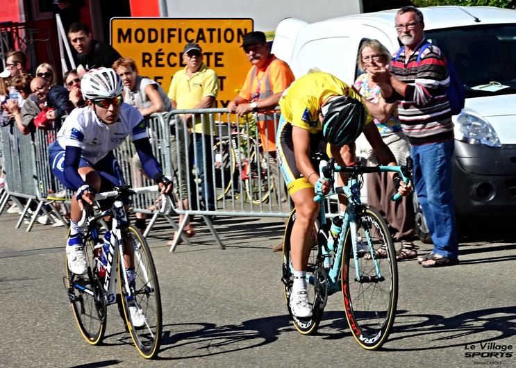 Arlenis Sierra au Tour de Bretagne contrôlant Lara Vicieli
