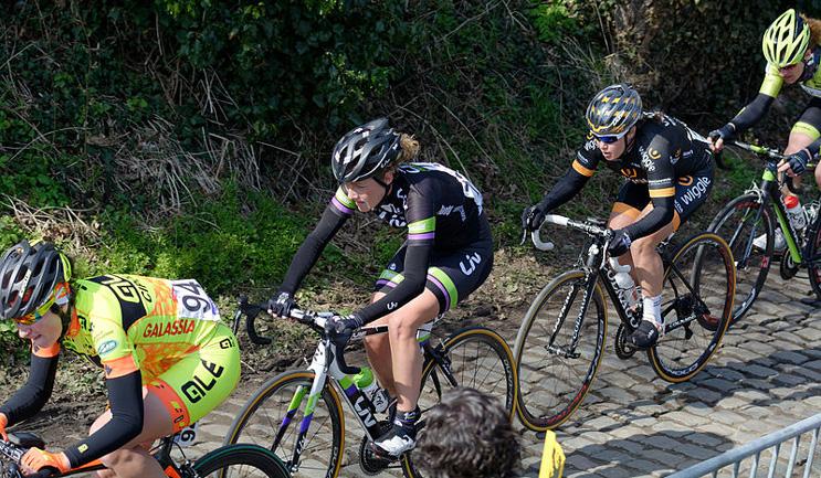 Floortje Mackaij en apprentissage sur le Tour des Flandres 2015