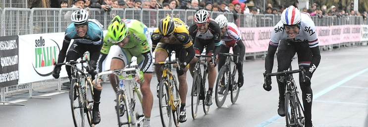 Sylvain Chavanel, Peter Sagan, Gerald Ciolek, Fabian Cancellara, Eduard Vorganov et Ian Stannard sprinter à l'arrivée de Milan-San Remo 2013