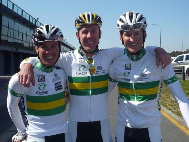 Matthew Goss, ici entouré par ses camarades tasmaniens Richie Porte et Wesley Sulzberger, en amont des Mondiaux de Geelong.
